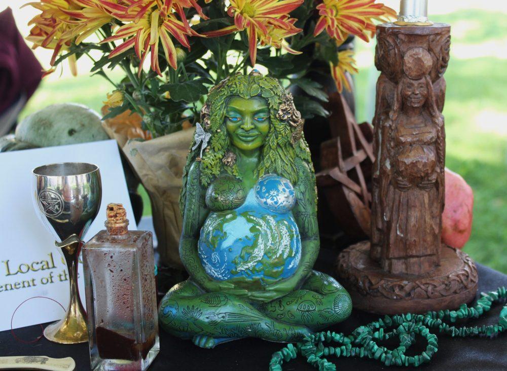 pagan altar 1034856 1920