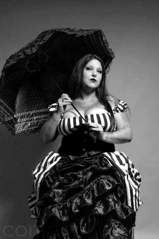 bettie rage with parasol